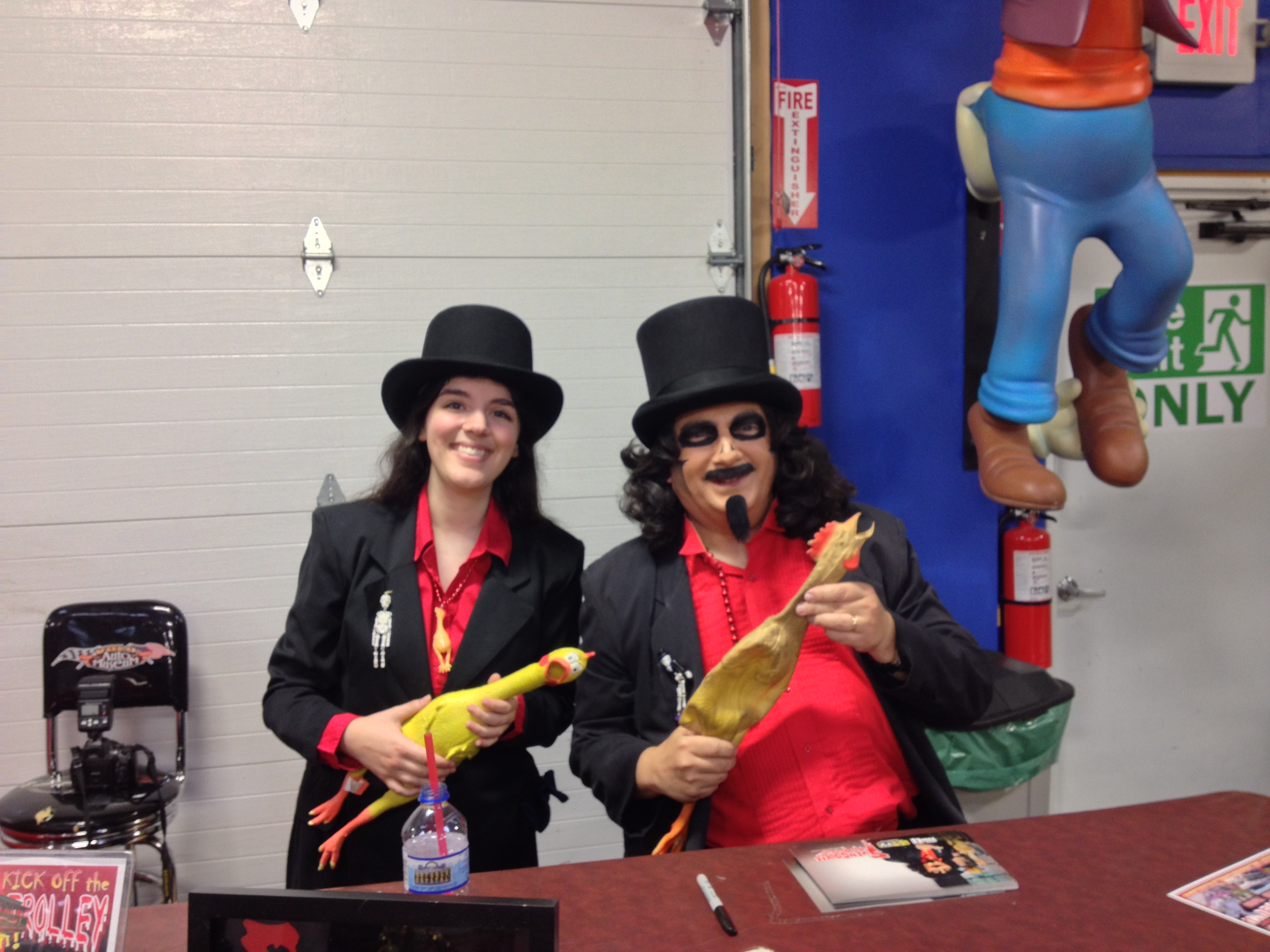 Yes, I met Svengoolie again! (And I dressed up for the occasion, too!)